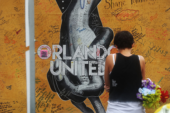 フロリダ州オーランド「Mourners Marks 1st Anniversary Of Orlando Pulse Nightclub Mass Shooting」:写真・画像(19)[壁紙.com]