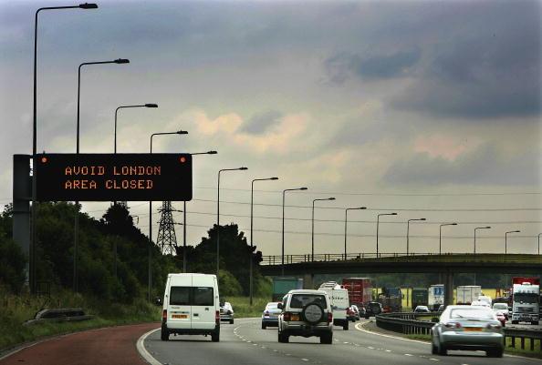 Exploding「Transport Blasts Bring Central London To A Halt」:写真・画像(2)[壁紙.com]