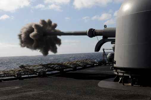 Anti-Aircraft「A 76mm cannon is fired aboard the guided missile frigate USS Simpson.」:スマホ壁紙(19)