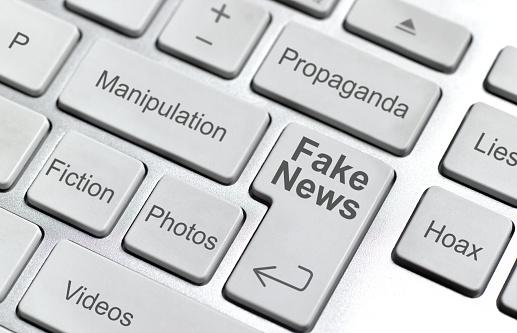 Computer Keyboard「Fake news keyboard」:スマホ壁紙(11)
