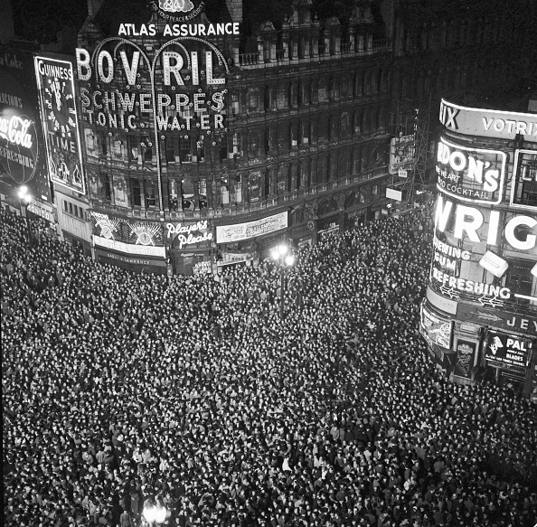 モノクロ「Piccadilly New Year」:写真・画像(19)[壁紙.com]