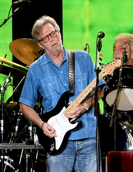 Performance「Eric Clapton Performs At The Forum」:写真・画像(3)[壁紙.com]