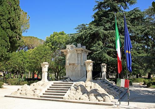 ノスタルジック「'Great War' Memorial in Ragusa, Sicily.」:スマホ壁紙(9)