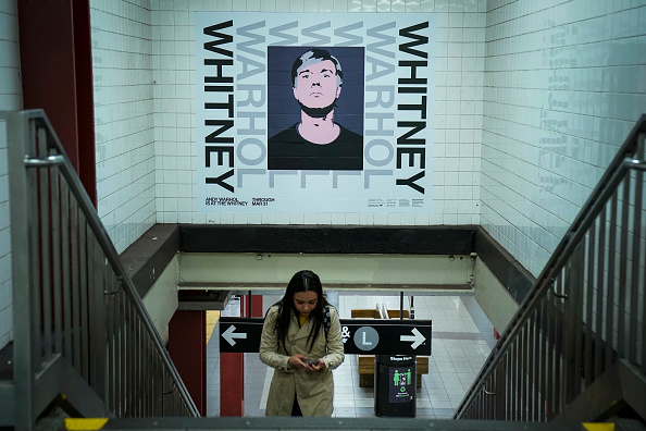 Whitney Museum of American Art「Iconic Andy Warhol Images Displayed At New York City Subway Station」:写真・画像(6)[壁紙.com]