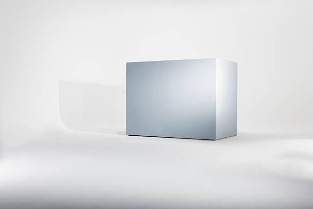 Empty box against white background:スマホ壁紙(壁紙.com)