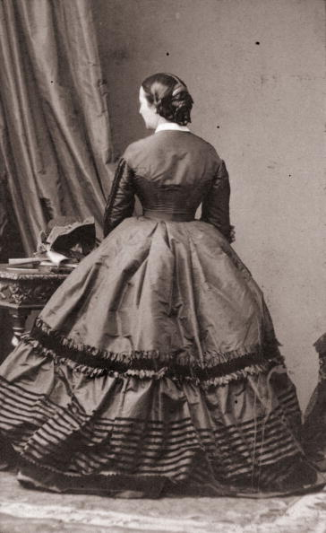19th Century「Back View Fashion」:写真・画像(0)[壁紙.com]