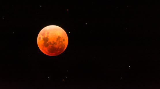皆既月食「Blood moon」:スマホ壁紙(10)