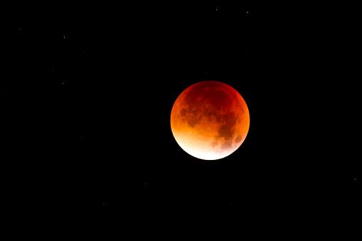 皆既月食「Blood moon at lunar eclipse」:スマホ壁紙(5)