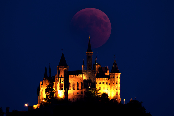 Eclipse「Total Lunar Eclipse Over Germany」:写真・画像(4)[壁紙.com]