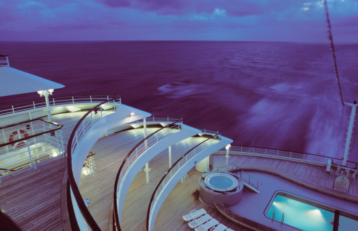 Passenger Ship「Stern of cruise ship, dusk, elevated view」:スマホ壁紙(14)