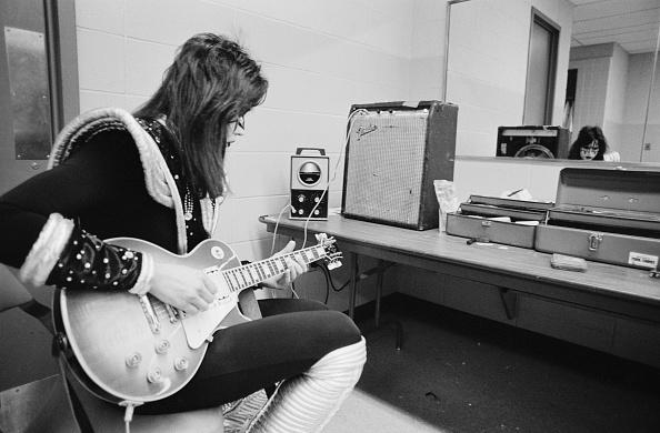 練習「Ace Frehley Backstage」:写真・画像(18)[壁紙.com]