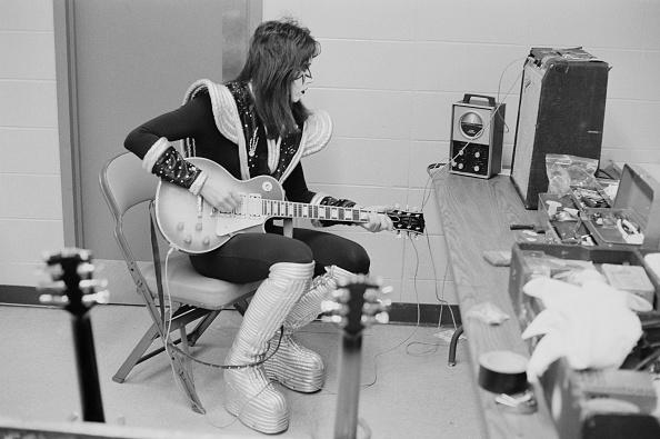 練習「Ace Frehley Backstage」:写真・画像(19)[壁紙.com]