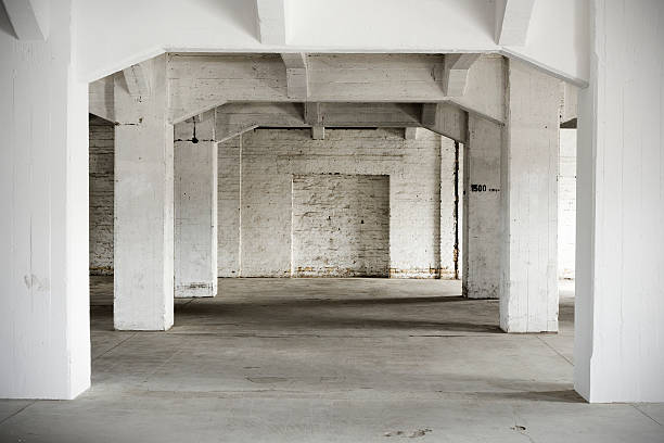 Indoor shot, old abandoned factory building:スマホ壁紙(壁紙.com)