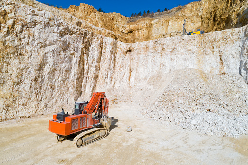 Limestone「Red Excavator in a Quarry, Aerial Low Altitude View」:スマホ壁紙(7)