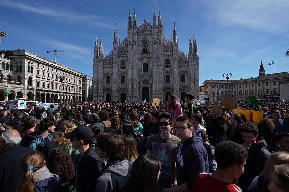 Milan「Italian Students Strike To Raise Climate Change Awareness」:写真・画像(17)[壁紙.com]