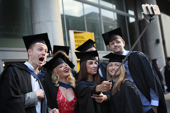 Student「Students From The School Of Arts And Creative Industries At South Bank University Graduate」:写真・画像(19)[壁紙.com]