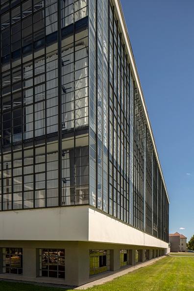 Transparent「The Bauhaus Building」:写真・画像(5)[壁紙.com]