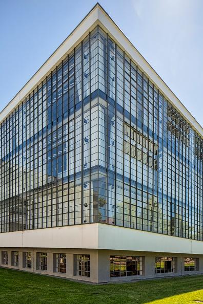 Transparent「The Bauhaus Building」:写真・画像(3)[壁紙.com]