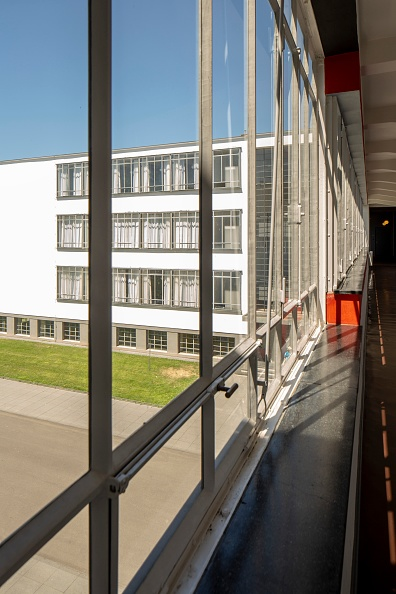 Window Frame「The Bauhaus Building」:写真・画像(4)[壁紙.com]