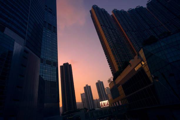 Modern Hong Kong cityscape with billboard display at sunset:スマホ壁紙(壁紙.com)