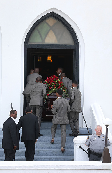 Charleston - South Carolina「First Of Charleston Church Shooting Victims Laid To Rest」:写真・画像(4)[壁紙.com]