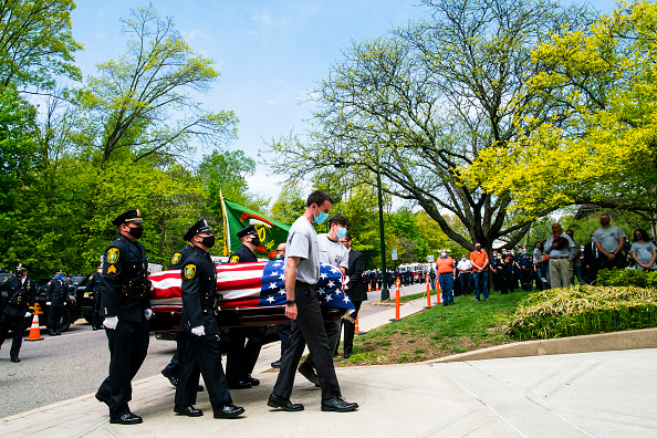 Funeral「Funeral Held In NJ Town For BelovedPolice Officer Who Died From COVID-19」:写真・画像(13)[壁紙.com]