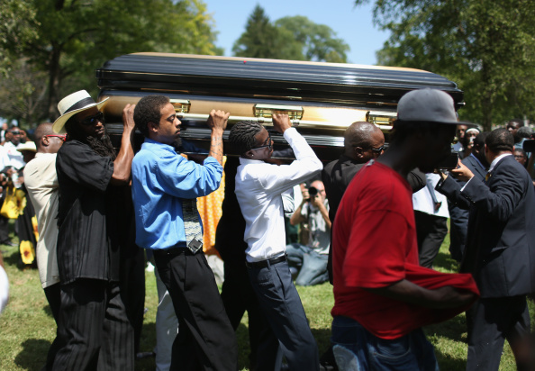 Mourner「Funeral Held For Teen Shot To Death By Police In Ferguson, MO」:写真・画像(14)[壁紙.com]
