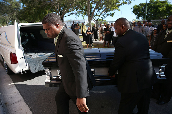 West Palm Beach「Funeral Held For Corey Jones, Shot And Killed By Plainclothes Police Officer」:写真・画像(13)[壁紙.com]