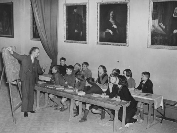 Elementary Student「School In The Abbey」:写真・画像(8)[壁紙.com]