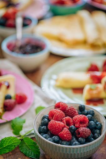 逸楽「新鮮な果実のクレープ」:スマホ壁紙(16)