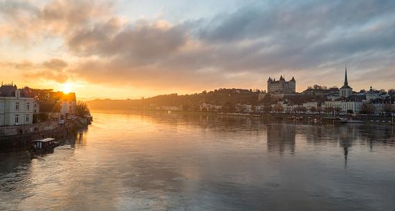 Loire Valley「Loire River running through Saumur, Loire Valley, Maine-et-Loire, France」:スマホ壁紙(10)