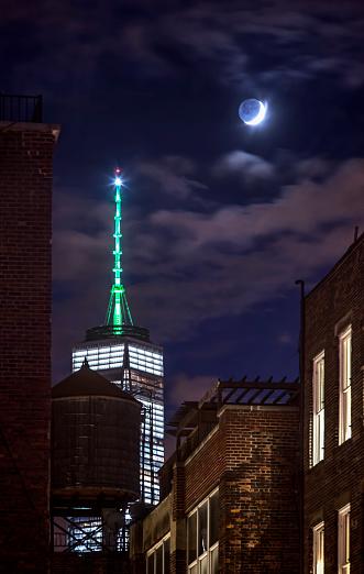 月「World Trade Center + blue moon」:スマホ壁紙(12)