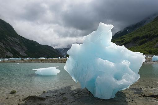 Glacier Bay National Park「Iceberg by sea in Muir Inlet, Glacier Bay National Park, Alaska, USA」:スマホ壁紙(12)