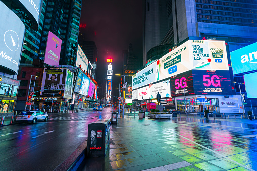 City Life「COVID-19 Effect to New Yorker's Nightlife in Times Square. People and traffic disappeared from Times Square for impact of COVID-19 in the rainy night to dawn New York City NY USA on Mar. 29 2020.」:スマホ壁紙(7)