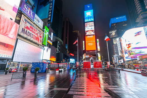Puddle「COVID-19 Effect to New Yorker's Nightlife in Times Square. People and traffic disappeared from Times Square for impact of COVID-19 in the rainy night to dawn New York City NY USA on Mar. 29 2020.」:スマホ壁紙(6)