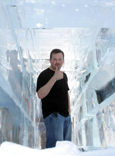 Ice Sculpture「Las Vegas Magician Nathan Burton Encases Himself In Ice」:写真・画像(17)[壁紙.com]