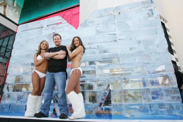 Cynthia Meyer「Las Vegas Magician Nathan Burton Encases Himself In Ice」:写真・画像(11)[壁紙.com]