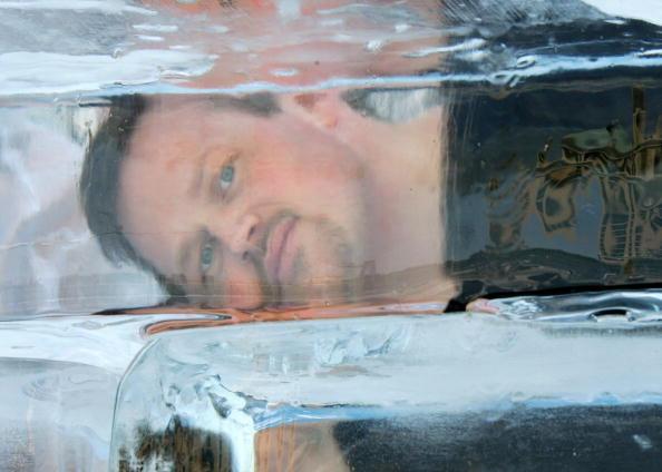 Ice Sculpture「Las Vegas Magician Nathan Burton Encases Himself In Ice」:写真・画像(11)[壁紙.com]