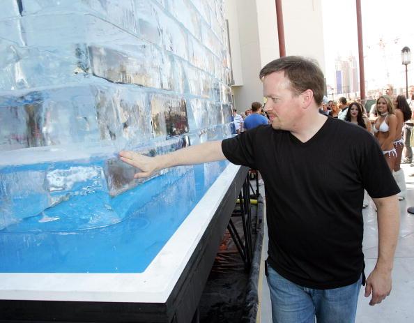 Ice Sculpture「Las Vegas Magician Nathan Burton Encases Himself In Ice」:写真・画像(7)[壁紙.com]