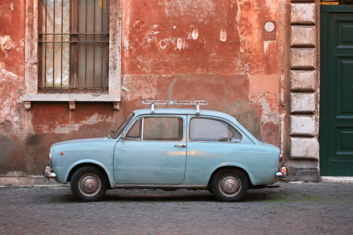 Dirt Road「Tiny blue vintage car in Rome Italy」:スマホ壁紙(2)
