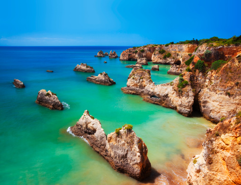 Water's Edge「Saturated image of a colorful Algarve beach in Portugal」:スマホ壁紙(9)