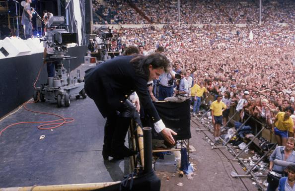 1人「Bono Reaches Out」:写真・画像(10)[壁紙.com]