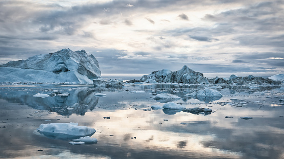 Arctic Ocean「Greenland Icebergs Sunset Cloudscape Panorama」:スマホ壁紙(16)