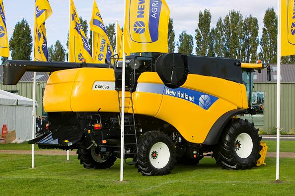 Petal「New Holland farming machines powered by bio diesel sign at the bio diesel Expo UK」:写真・画像(12)[壁紙.com]