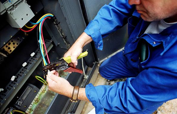 Cutting「Electrical maintenance」:写真・画像(5)[壁紙.com]