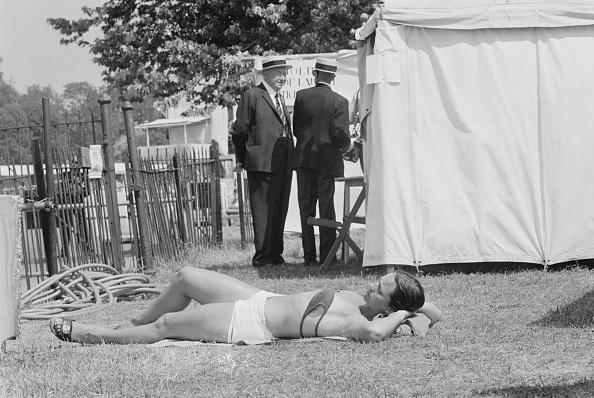 ヘンリーオンテムズ「Sunbather At Henley」:写真・画像(0)[壁紙.com]
