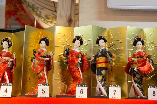 Gift Shop「Japanese display dolls souvenirs for sale.」:スマホ壁紙(17)