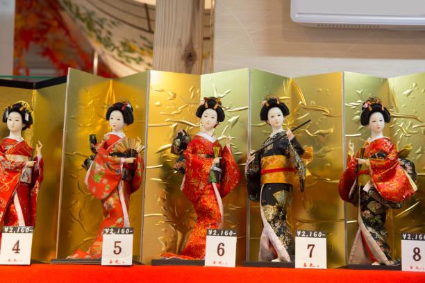 Japanese display dolls souvenirs for sale.:スマホ壁紙(壁紙.com)