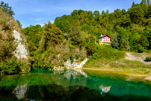 Nouvelle-Aquitaine「France, Pyrenees-Atlantiques, Sainte-Engrace, Lake and secluded house in Les GorgesdeKakuettanature reserve」:スマホ壁紙(7)