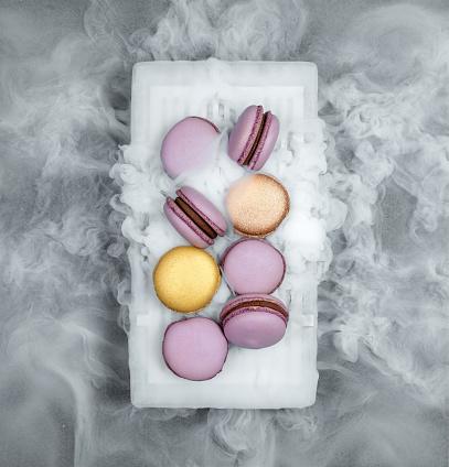 フランス料理「ドライアイスとマカロン」:スマホ壁紙(15)